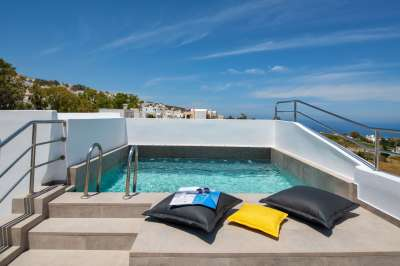 Summer Time Villa Rooms & Apartments in Fira Santorini - Sea View & Outdoor Jacuzzi