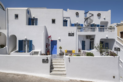 Summer Time Villa Rooms & Apartments in Fira Santorini - Exterior View